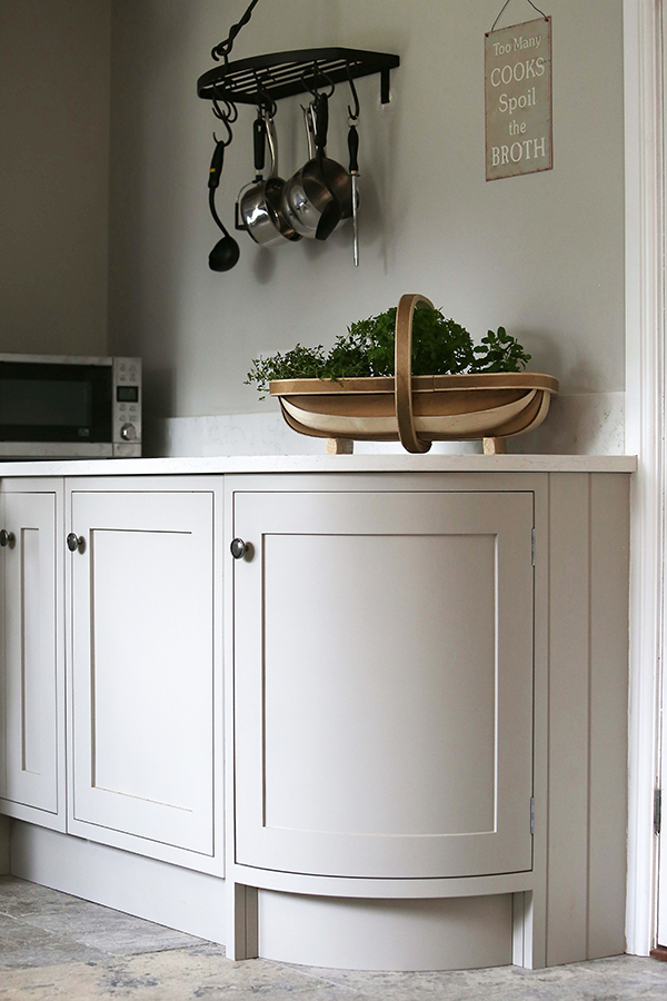 kitchen-curved-cupboard